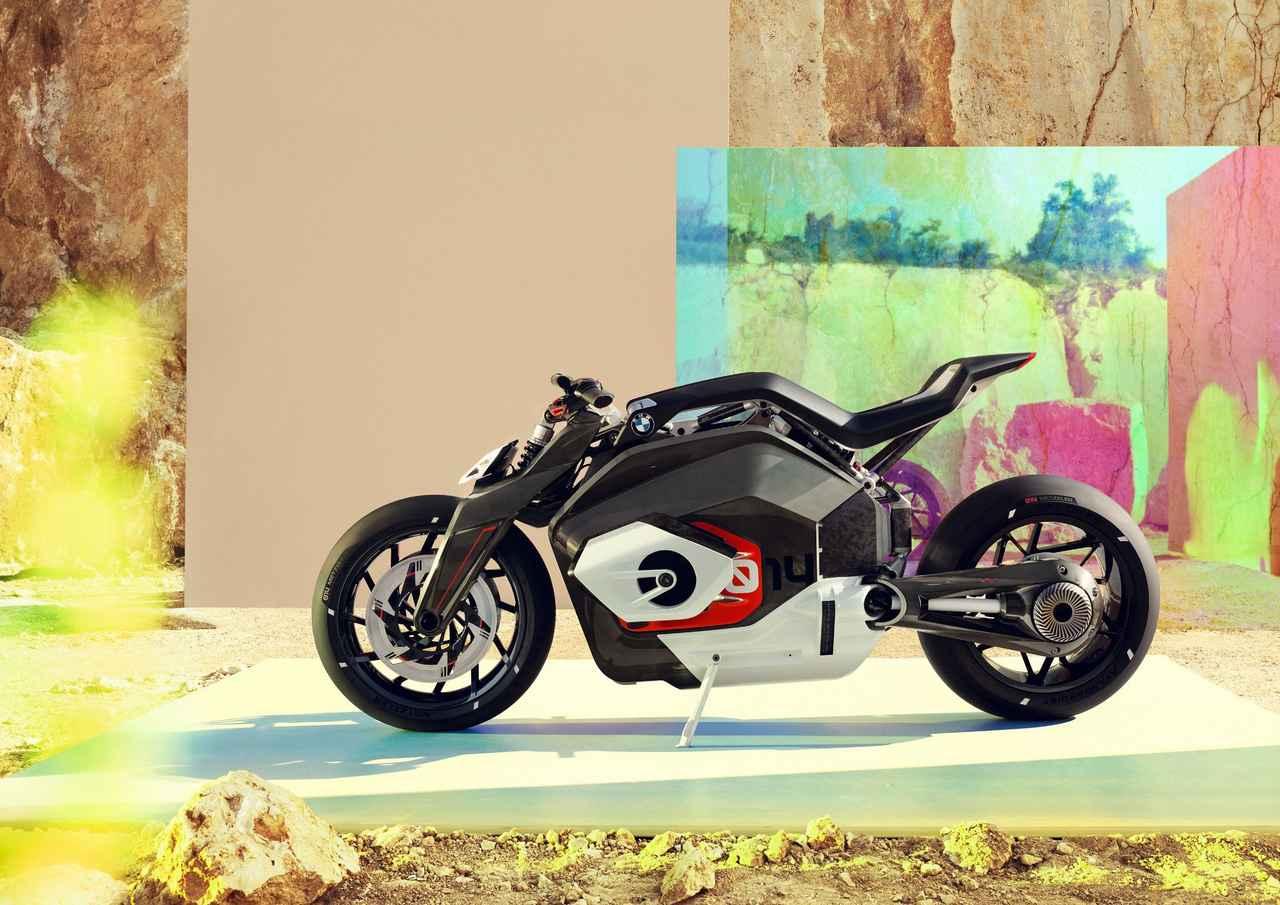 画像: 2019年6月にBMWが公開した、ビジョンDCロードスター。ドイツ特許商標庁にBMWは多くの電動バイク関連の商標を登録しています。将来のBMW製電動バイクには「DC+数字」の車名が与えられることになるのでしょう・・・。 www.press.bmwgroup.com