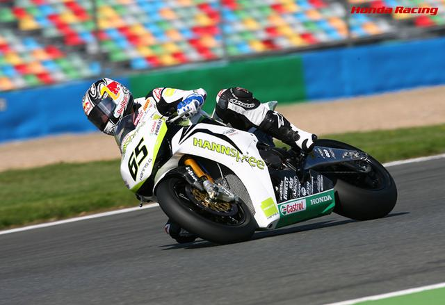 画像: 2010年、SBKフランスラウンドの予選をホンダCBR1000RRで走るJ.レイ。 www.honda.co.jp