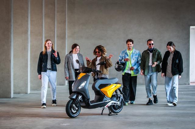 画像: ピアッジオONEは、若者をメインターゲットにしています。もっとも若い層へのアピールは、世界中の2輪メーカー共通の重要テーマではありますが・・・。 www.piaggio.com