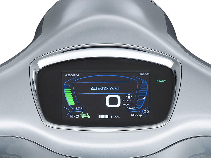 画像: TFT液晶メーターを採用。Bluetoothでスマホを接続することが可能で、ハンドルバーから手を離すことなくスマホの機能を使うことができます。 www.vespa.com