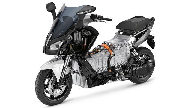 画像: ダイキャストアルミニウム製バッテリーハウジングケースは、フレームの構成メンバーの役割も果たしています。 www.bmw-motorrad.jp