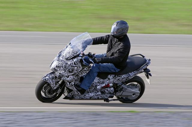 画像: 2011年に公開されたBMWのE-スクーターコンセプト。 www.press.bmwgroup.com