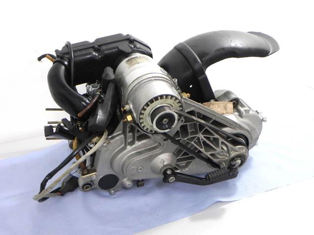 画像: Zip & Zipの心臓部。ICEの上に電気モーターを配置。電動の駆動力はトゥースド・ベルトを介して行われます。 www.sfera-haiza.de