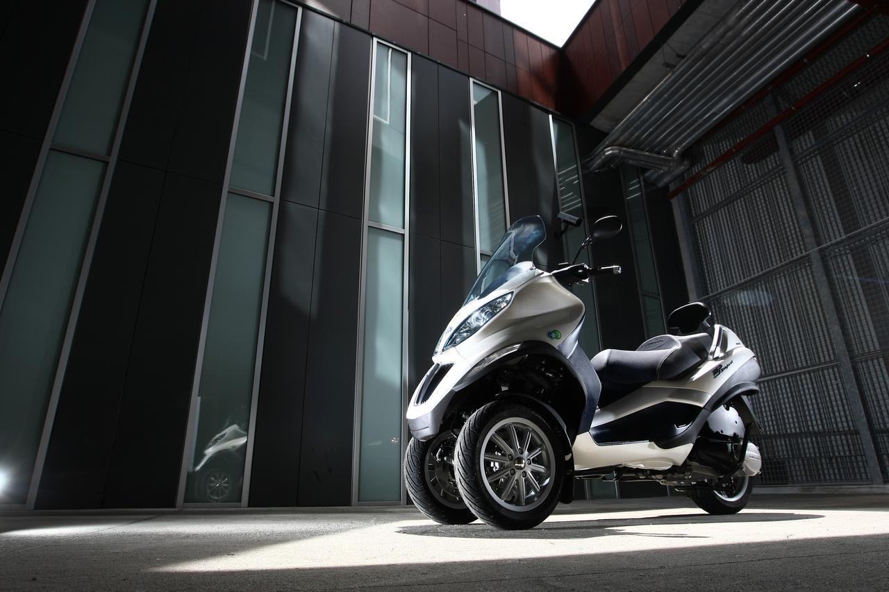 画像: 世界の電動2輪車図鑑:13 ピアッジオ MP3 Hybrid - LAWRENCE - Motorcycle x Cars + α = Your Life.