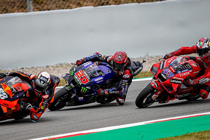 画像: 左からM.オリベイラ(KTM)、F.クアルタラロ(ヤマハ)、J.ミラー(ドゥカティ)らワークスライダーたち。 race.yamaha-motor.co.jp