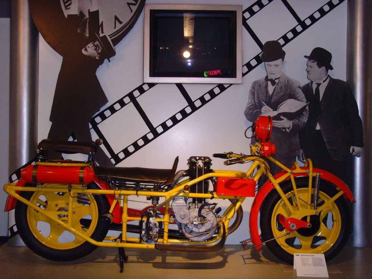 画像: ドイツのNSUネッカースウルム博物館所蔵のボーマーランド。こちらは3人乗りのトゥーレンです。そのほか2人乗りのスポーツも用意されていました。 commons.wikimedia.org