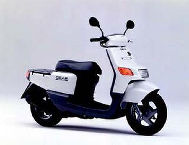 画像: 初代ヤマハGEAR(1994年)。キープコンセプトで、現在も販売を続けているロングセラースクーターです。 www.autoby.jp