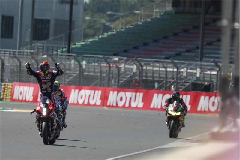 画像: 今シーズン開幕戦、ルマン24時間を制したヨシムラSERT MOTULは、合計60ポイントを獲得! 連覇に向けて、最高の結果を得たといえるでしょう。 www.suzuki-racing.com