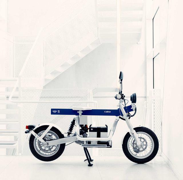 画像: クリーンで、ミニマルなスカンジナビアンデザインが、大いに評価されているCAKEの、電動コミューターモデルである「Ösa」の、FIM仕様車。 ridecake.com