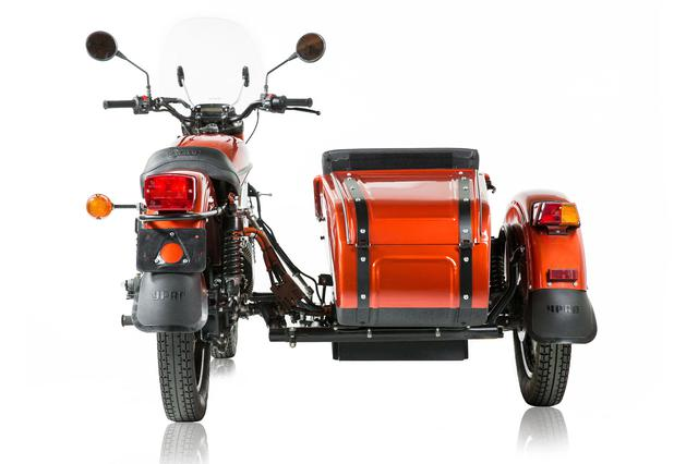 画像: ファイナルドライブは、現在販売されているICE搭載版と同様にシャフトドライブです。なおICE版はギアの切り替えでリバース(後退)を可能にしていますが、電動試作車は電気モーターの特性を活かし、リバースは電気のスイッチ操作で簡単に行えるようになっています。 www.imz-ural.com