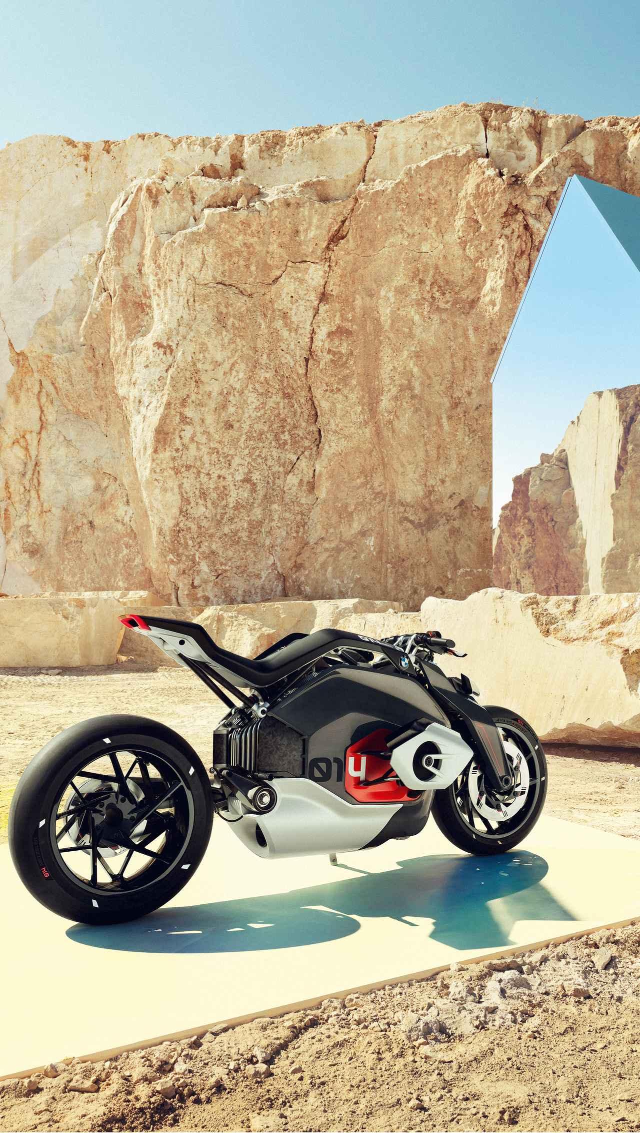 画像: ドライブチェーンの代わりにシャフトドライブを採用することは、騒音を減らすという面でもメリットがあるでしょう。 www.bmw-motorrad.com
