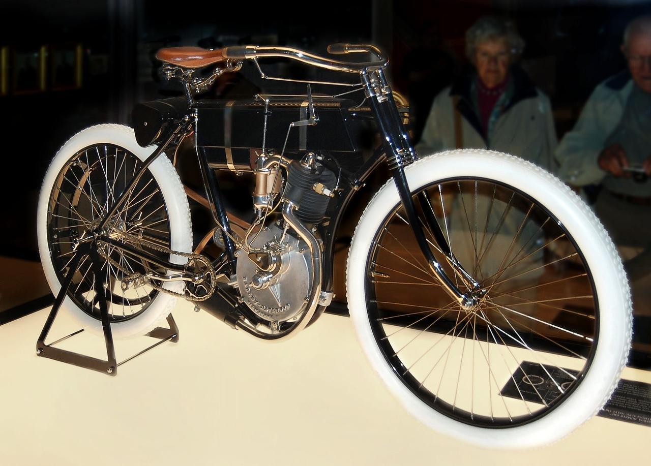 画像: ウィスコンシン州ミルウォーキーのハーレーダビッドソン博物館に展示される「モデル1」。 en.wikipedia.org