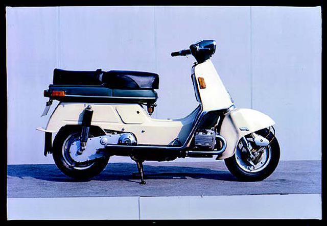 画像: 1962年6月発売のジュノオM85は、169cc空冷水平対向2気筒OHV2バルブを搭載。イタリアのバダリーニ社のパテントを使った、HRD変速機を採用。価格は169,000円で、生産台数は5,880台でした。 www.autoby.jp