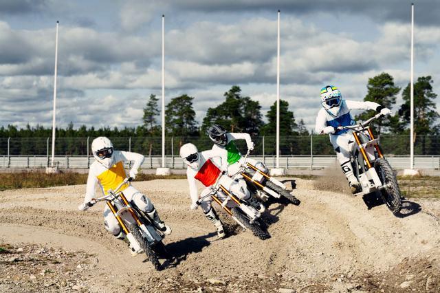 画像: ダウンヒルMTBや、エクストリーム系競技で採用される4X(フォークロス)は、4台同時スタートで速さを競うレース形式です。第1回「CAKE Kalk ワン・デザイン・グローバル・チャンピオンシップ」も、この形式で準決勝、決勝まで競われます。 ridecake.com