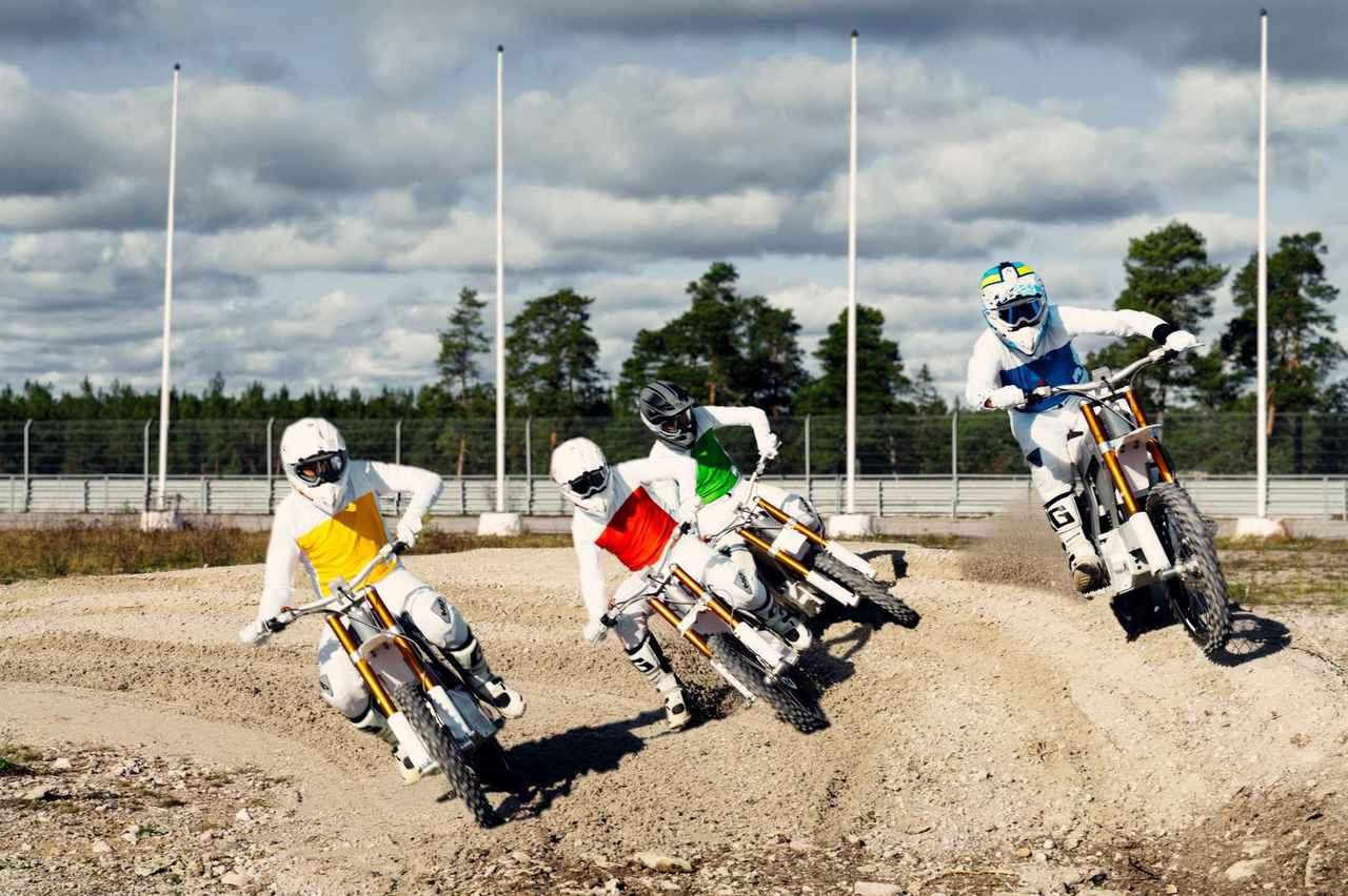 画像: The premiere race!