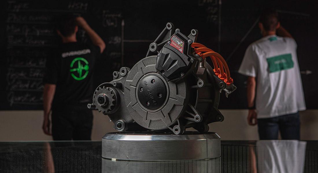 """画像: イタリアのエネルジカとマヴェルの共同開発で生まれた電動モーター、""""EMCE""""。なおEMCEという名は、Energica Mavel Co-Engineeringの頭文字をとったものです。 www.energicamotor.com"""