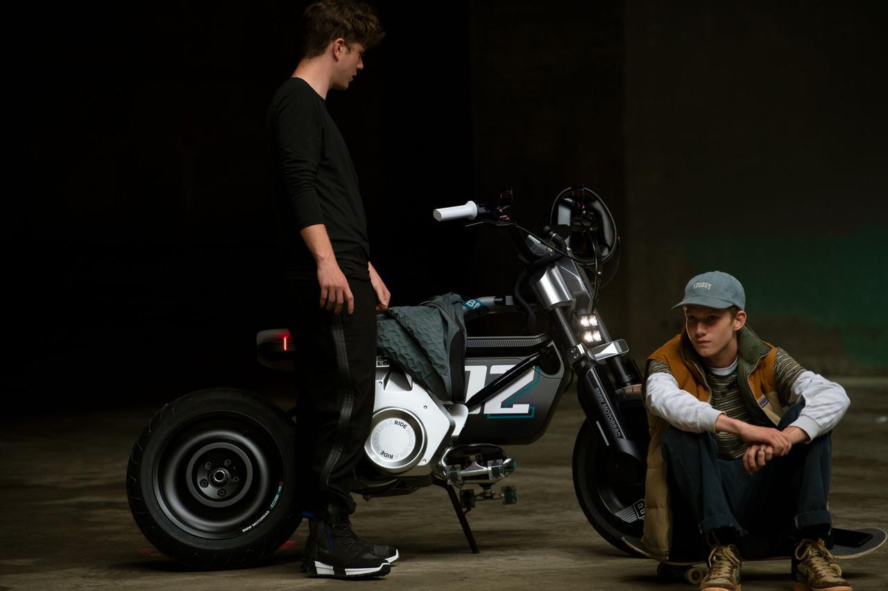 画像: ヘッドライトやテールライトなどの灯火類はLEDを採用しています。 www.bmw-motorrad.com