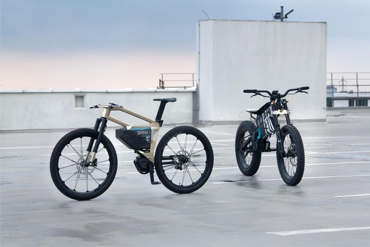 画像: 左がiヴィジョン アンビィ、右がヴィジョン アンビィです。 www.bmw-motorrad.com