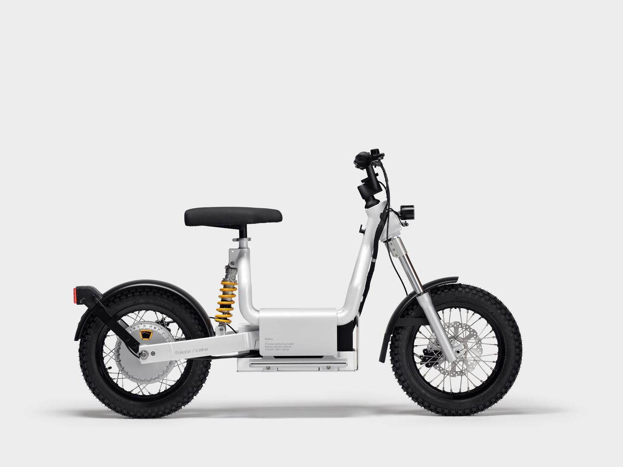 画像: 米国と欧州市場向けに、現在予約受付中のMakka=マッカ。車重は55kg(除くバッテリー)と軽量で、誰でも扱える電動モペッドというコンセプトで生まれたモデルです。 ridecake.com