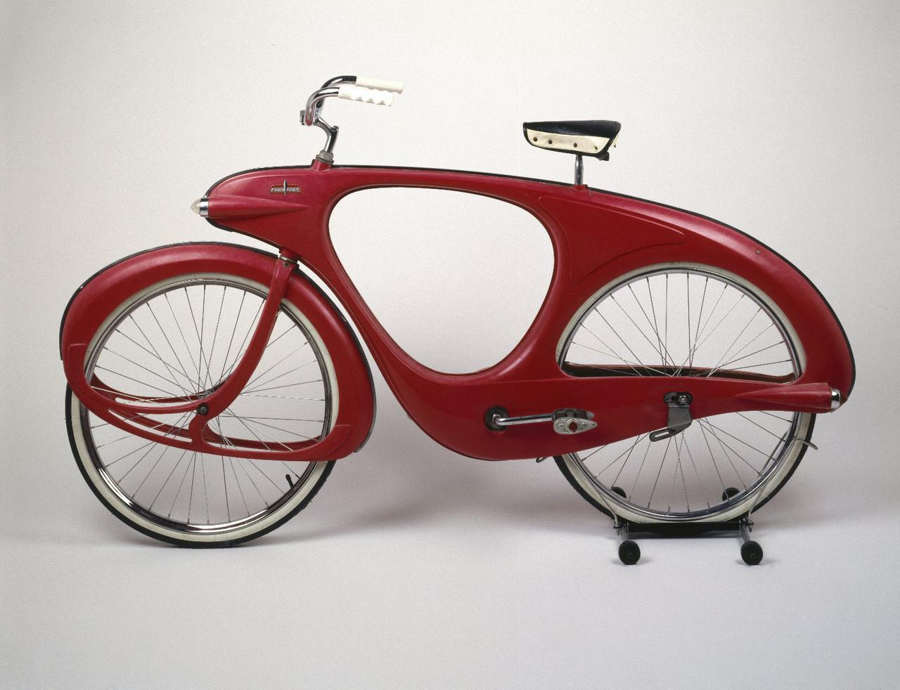 画像: 米ニューヨークのブルックリン博物館に展示される、1960年製作のボウデン「スペースランダー」バイシクル。 en.wikipedia.org