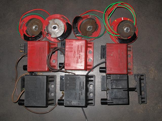 画像: 【上からピックアップコイルとローター、真ん中の赤箱はDUCATIシングル及びツインで使われていたトランスデューサー、一番下の黒箱はベスパ用】