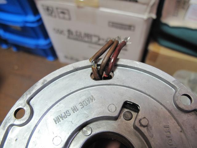 画像: 【350Vento用ステーターコイルを裏側から見た図。やはり被覆が割れてます。(涙)】
