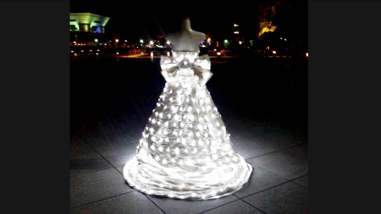 画像: 光輝くウェディングをどうぞ。日下淳一:電飾白無垢ウエディングドレス