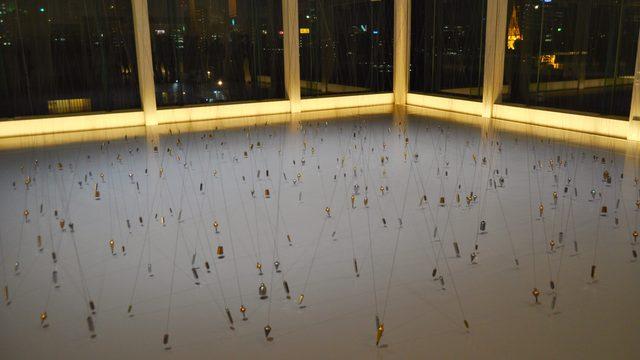 画像: 赤い糸が繋ぐのは都市の物語か? エスパス ルイ・ヴィトン東京《Le fil rouge》