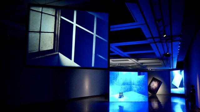 画像: 音楽が聞こえてくる、動く絵画:横浜美術館《BILLOWING LIGHT ISHIDA TAKASHI 石田尚志 渦まく光》