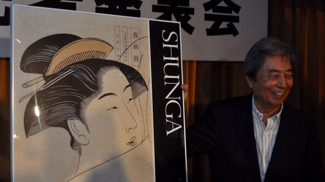 画像: 『春画展』ポスターを前に永青文庫理事長の細川護煕元総理大臣