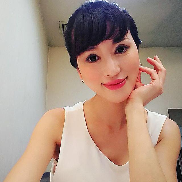 画像: 今日は5時起きでインナー(一般公開ない)映像の撮影 眠いっ #動画撮影#撮影#白衣装 #さわやか#モデル#やまぐちたかこ #japanese #japanesemodel#TakakoYamaguchi#tokyo#japan www.instagram.com