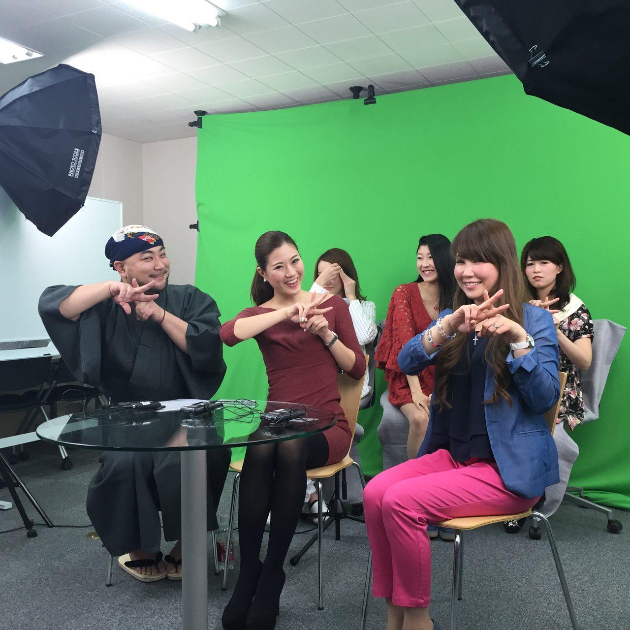 画像: 左から、人間だもの、黒須さおり、隠れてるのが三上玲菜、前田晴香、ゲストのサラさん、白石みゆ
