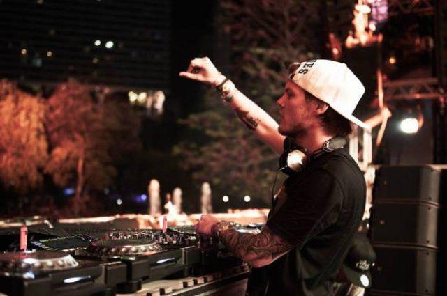 画像: アヴィーチーが「Ultra Music Festival 2015」で披露したフルセットを完全公開!