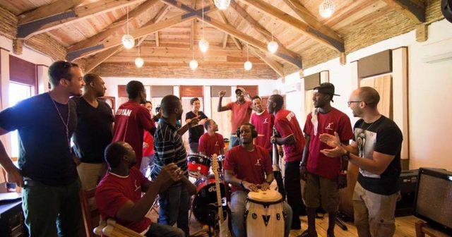 画像: Michael Brun、故郷のハイチ共和国の音楽発展を願う「Wherever I Go」を公開!!