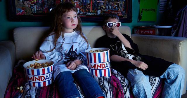 画像: モデル、DJ、デザイナーとしても活躍するsi ouxがコラボ!飛び出すメガネと浮き出るTシャツを発売開始!
