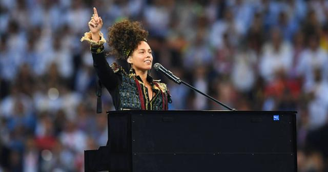画像: 【史上初ライヴに8万人が歓喜!】Alicia Keys、UEFAチャンピオンズリーグ決勝戦開会式で豪華メドレー披露!