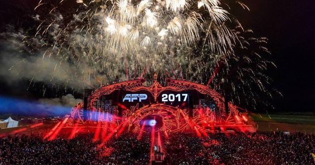 画像: ステージで宇宙と交信!?「ロシア版トゥモローランド」の異名を持つロシアの人気フェスがスゴすぎる!