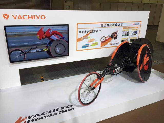 画像: 「レーサー」と呼ばれる競技用車いす。スマートな車体がかっこいい!