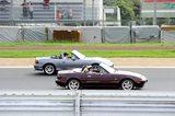 画像10: サーキットコースで集合写真!Be a driver.のポーズです!