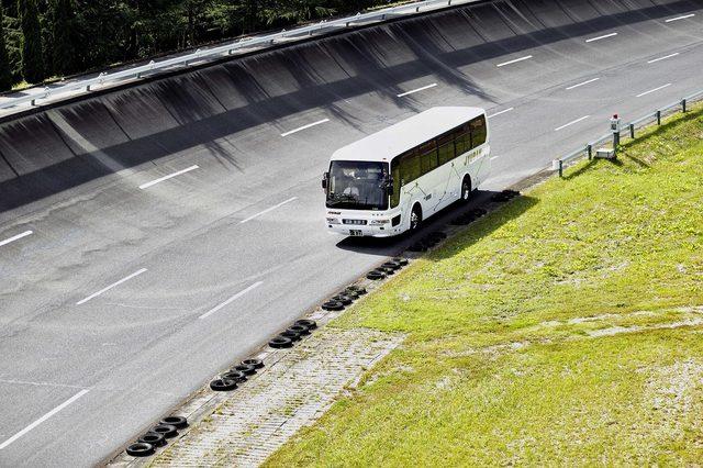 画像4: 高速周回路体験走行申込みに並ぶ長蛇の列