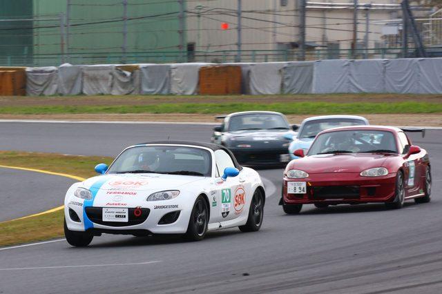 画像9: 「ナンバー付のマツダ車で、150分間にどれだけサーキットを周回できるか」