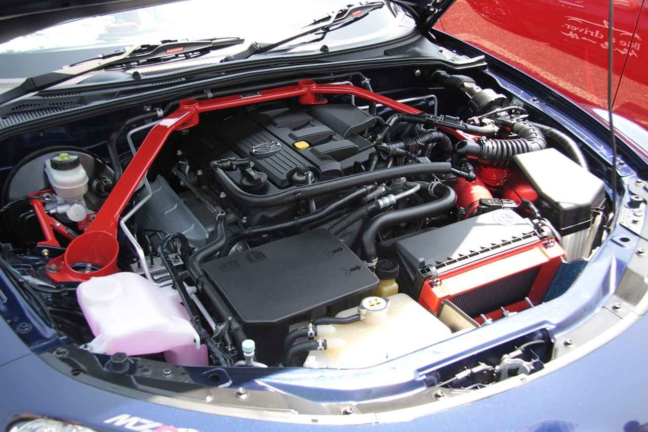 画像: オートエクゼ製パーツで固めるこだわりのエンジンルーム。