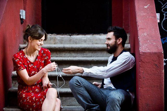 画像: メゾン キツネ×リーボック、パリの恋人達に着想得たスニーカー登場
