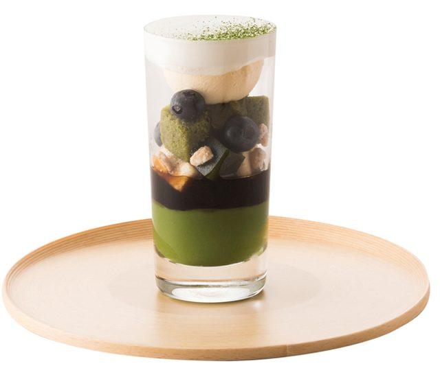 画像: 「TORAYA CAFÉ」に、若葉の緑をより華やかに彩る「抹茶のフルーツパフェ」が登場。