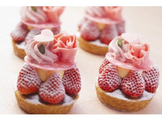 画像: カーネーションのような見た目に心までとろけそう!母の日にぴったりの甘酸っぱいケーキ登場