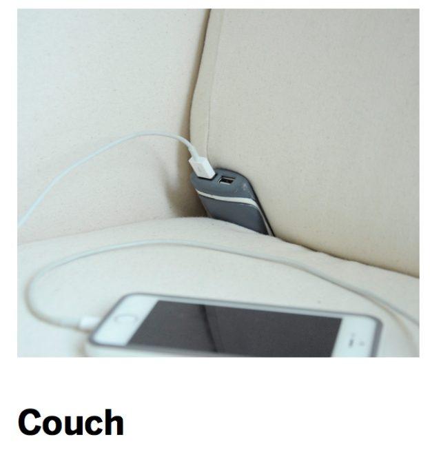 画像: ソファーで使う場合は「Couchlet」を隙間にズボッと差し込みます