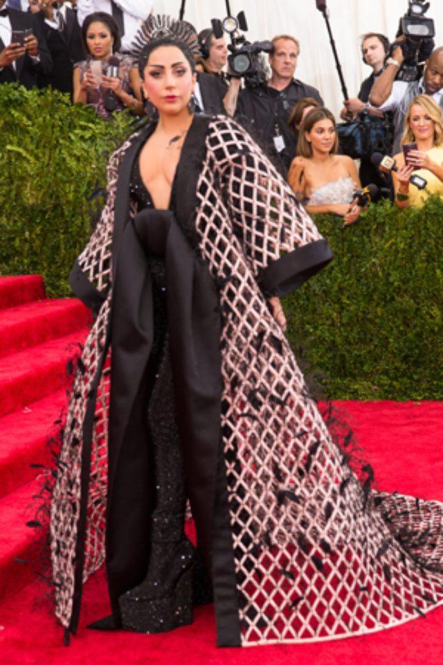 画像: レディー・ガガ、ウエディングドレスをヴェラ・ウォンに依頼。