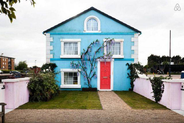画像: 川に浮かぶお家に宿泊!?ロンドンのAirbnbキャンペーンが面白い