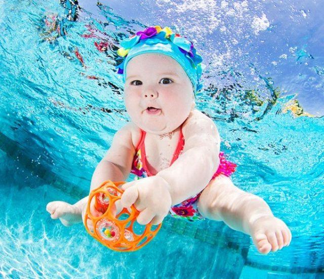 画像: あの名作アルバムの続編?赤ちゃんの水中撮影シリーズが可愛すぎる