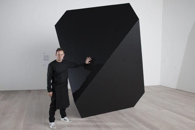 画像: アーティスト、カールステン・ニコライが明かす究極にシンプルなフォルムのアートに込められた複雑で多面的な意味とは?